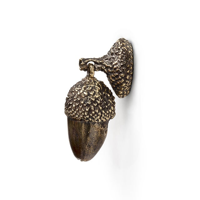 DESCRIPTION Portraying with elegance the unique beauty that resides on detailing, Acorn drawer handle is an imposing...