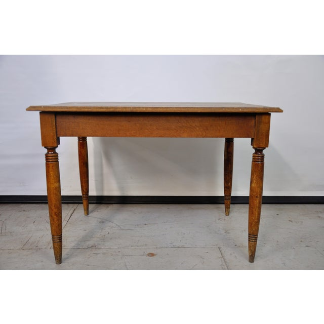 Perfect for a coffee shop or a café, this sweet farmhouse table elevates the concept of shabby chic! Great for display...
