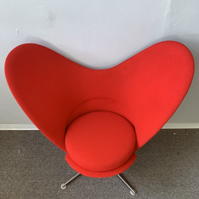 The heart cone chair was designed by Verner Panton in 1959 for Vitra of Germany. This club chair features a Glass-fibre...