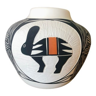 Vintage Acoma Hare Native American Indian Pottery Pot Signed DWaconda For Sale