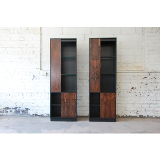 Mid-Century Modern Harvey Probber Rosewood and Ebonized Wood Display Cabinets, Pair For Sale - Image 3 of 11
