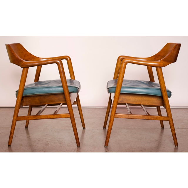 1960s 1960s Vintage Gunlocke Co. Walnut Armchairs - a Pair For Sale - Image 5 of 12