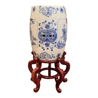 Mid-20th Century Chinese Porcelain Garden Stool on Carved Stand For Sale