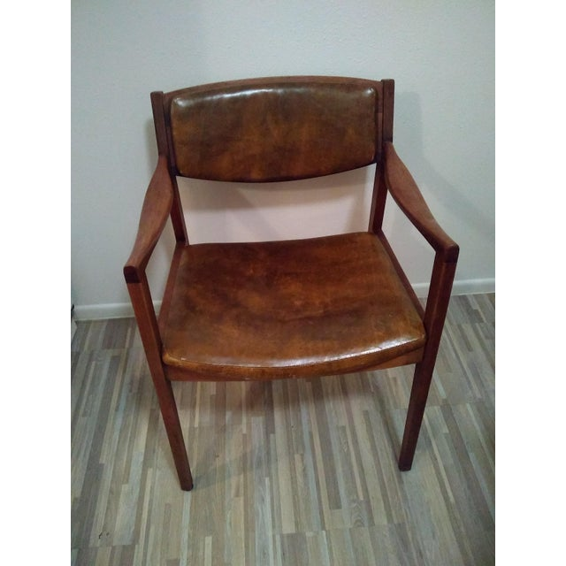 Beautiful chair made by the Gunlocke company in the 1960's. Has the Gunlocke stamp. Walnut wood and vinyl, I believe are...