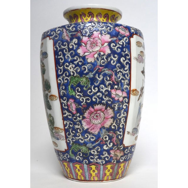 1900 - 1909 Antique Chinese Late Qing Dynasty Famille Rose Vase Pair For Sale - Image 5 of 7