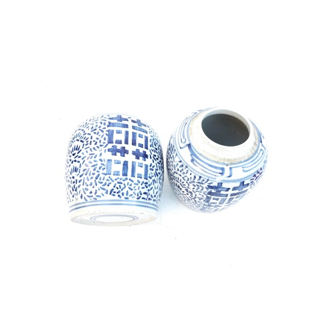 White Antique Kangxi Period Chinese Blue & White Porcelain Ginger Jars- a Pair || Double Ring Marked For Sale - Image 8 of 11