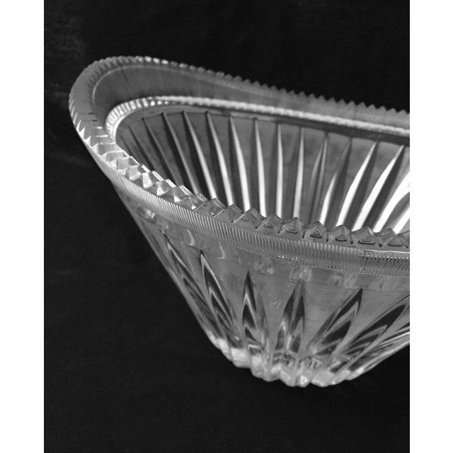 Transparent Mid-Century Modern Elegant Cut Crystal Bowl For Sale - Image 8 of 9