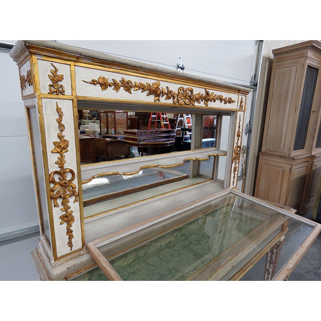 Antique Venetian Distressed Painted Display Case For Sale In Philadelphia - Image 6 of 9