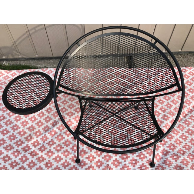 Metal 1950s Salterini Tempestini Radar Space Age MCM Mid-Century Modern Wrought Iron Lounge Patio Chairs With Tray Set #4 - a Pair For Sale - Image 7 of 13
