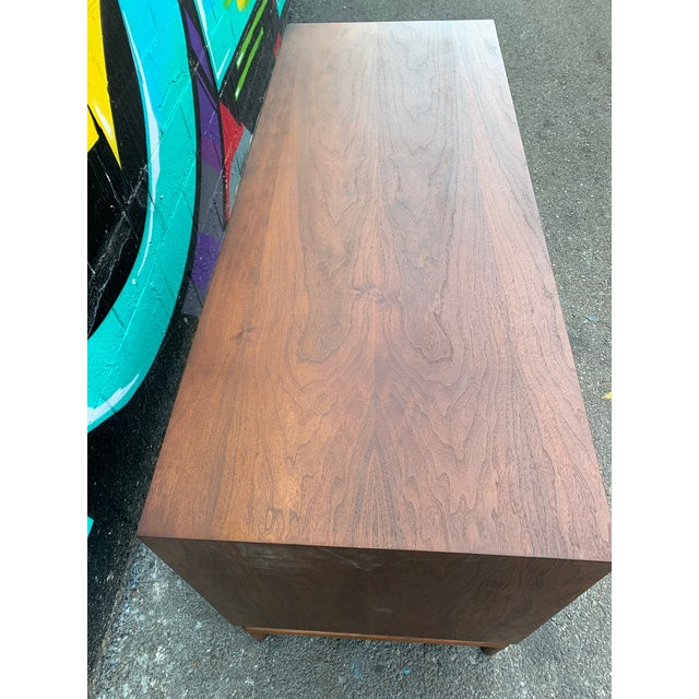 1950s Mid-Century Modern Credenza Chest by Monteverdi Young For Sale - Image 5 of 6