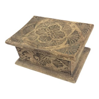 Antique American Pioneer Chip Carved Wood Box For Sale