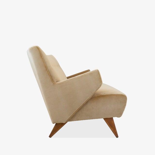 """""""Model 37"""" Sofa in Camel Velvet by Jens Risom for Knoll For Sale In New York - Image 6 of 9"""