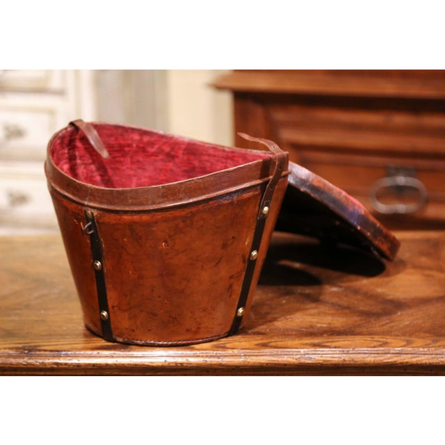 Late 19th Century Mid-19th Century French Oval Pigskin Leather Top Hat Box From Paris For Sale - Image 5 of 11