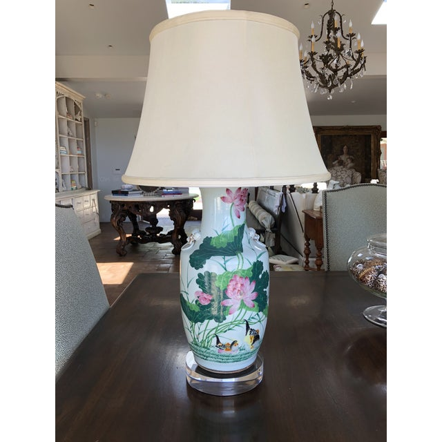 Hollywood Regency Antique Chinese Chinoiserie Ginger Jar Vase Lamp With Lucite Base For Sale - Image 13 of 13