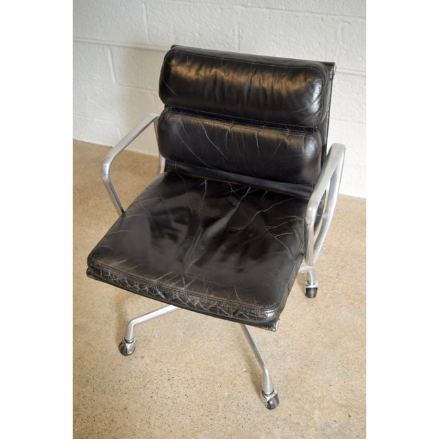Silver Original Eames for Herman Miller Aluminum Group Soft Pad Management Office Chair with Arms For Sale - Image 8 of 11