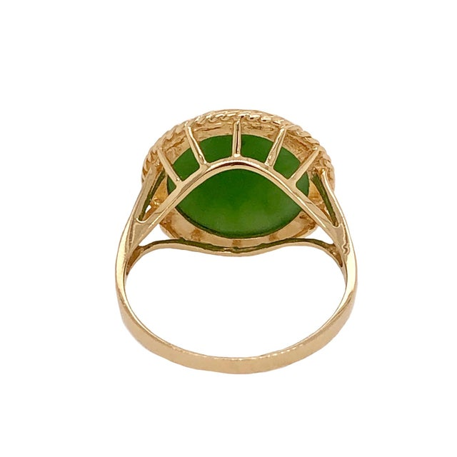 Mid-Century Modern Vintage 14k Gold Cabochon Jade Ring For Sale - Image 3 of 5