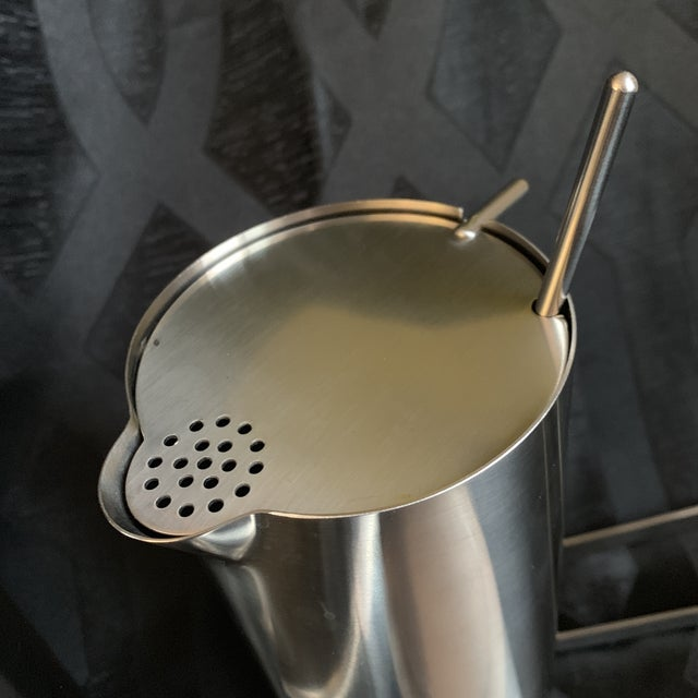 "1970s Danish Modern Arne Jacobsen for Stelton ""Cylinda"" Cocktail Barware Set of 6 For Sale - Image 10 of 13"