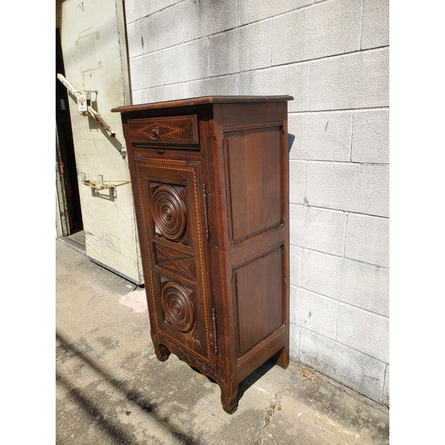 Traditional Antique 19th Century Small Bonnetiere For Sale - Image 3 of 12