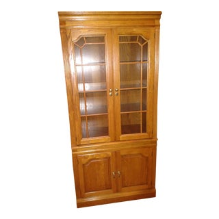 1990s Traditional Pennsylvania House Solid Oak China Hutch
