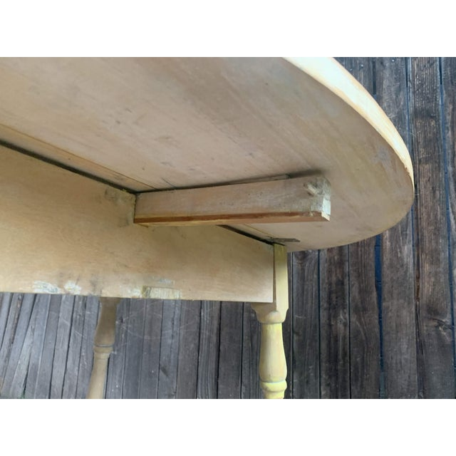 Early American Light Yellow Stained Pine Drop Leaf Dining Table For Sale - Image 11 of 13