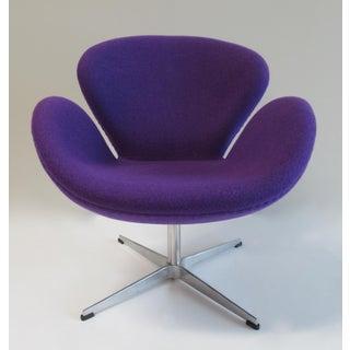"Arne Jacobsen Modernist ""Swan"" Chair in Purple Sheeps' Wool Preview"