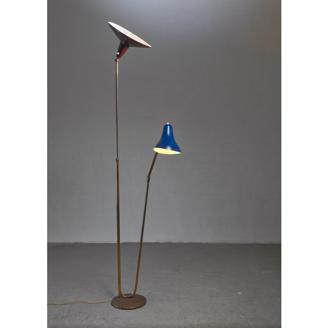 A Guiseppe Ostuni for O-Luce attributed floor lamp with two lacquered metal shades in dark brown and blue on brass arms....
