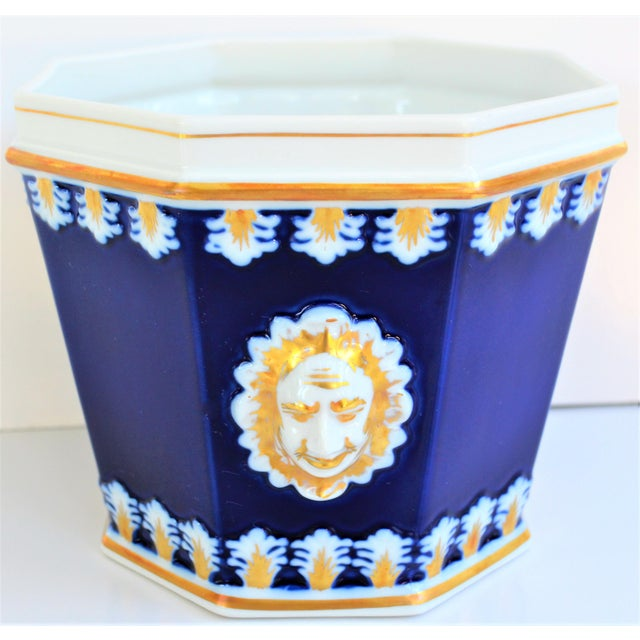 Vintage Mottahedeh Cobalt & White Neoclassical Cachpot For Sale In Houston - Image 6 of 12