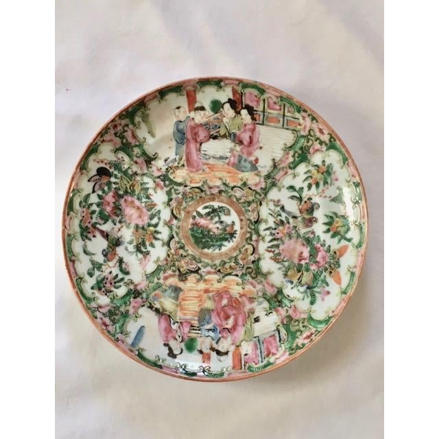 White 19th Century Chinese Rose Medallion Plate For Sale - Image 8 of 8