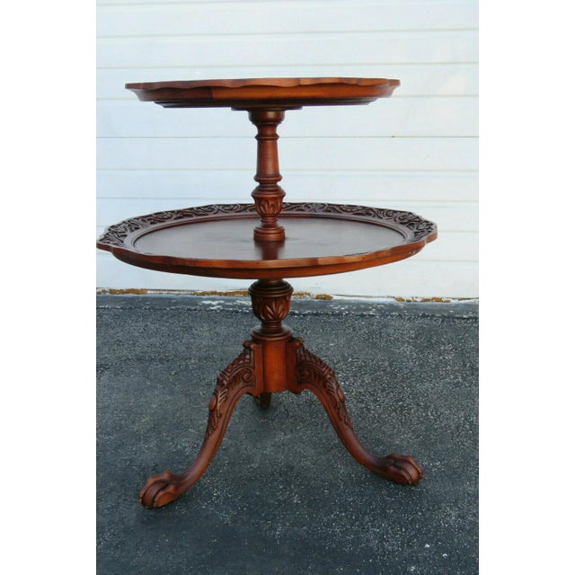 This handsome side table is made of wood, solid wood, and mahogany wood, and is in good condition. This beautiful center...