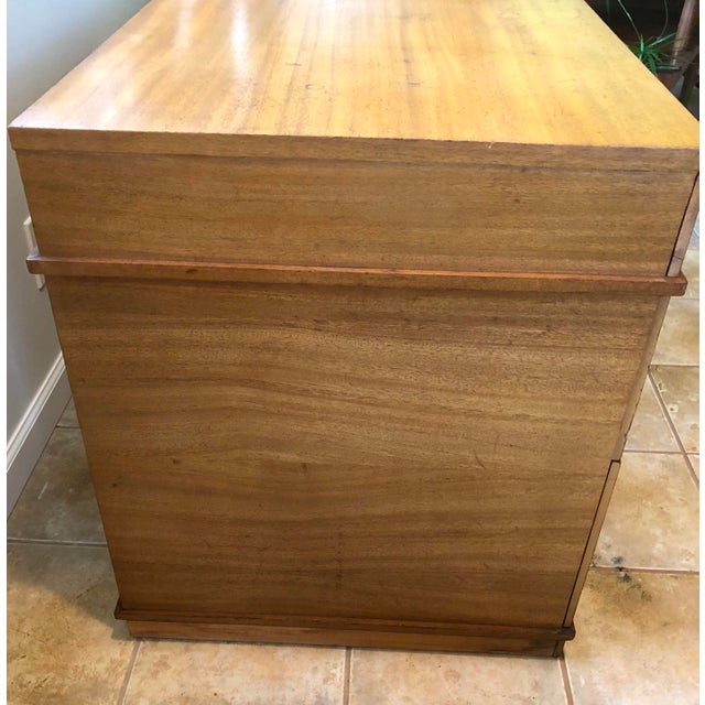 """Brown Mid Century Blonde Wood Double Pedestal Desk 1.75"""" Square Brass Pulls For Sale - Image 8 of 11"""