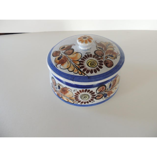 Late 20th Century Round Blue and Brown Mexican Talavera Ceramic Decorative Box For Sale - Image 5 of 5