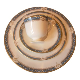 Traditional Lenox 5 Piece Place Setting (Whitley Manor Pattern) For Sale
