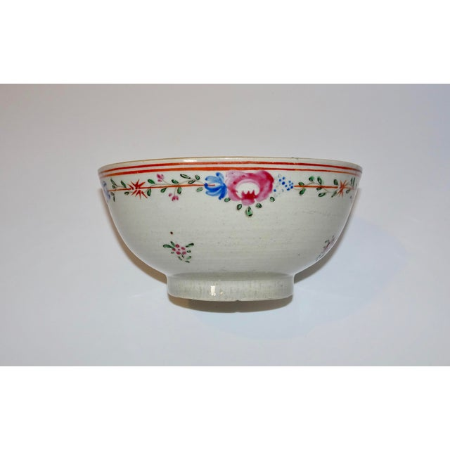 Red 19th Century Chinese Porcelain Export Bowl With Floral Decoration For Sale - Image 8 of 8