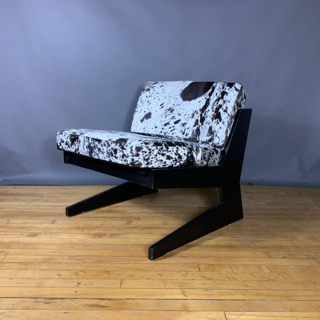 Mid-Century Modern Pair Cowhide & Black Lacquered Lounge Chairs, Germany 1980 For Sale - Image 3 of 10