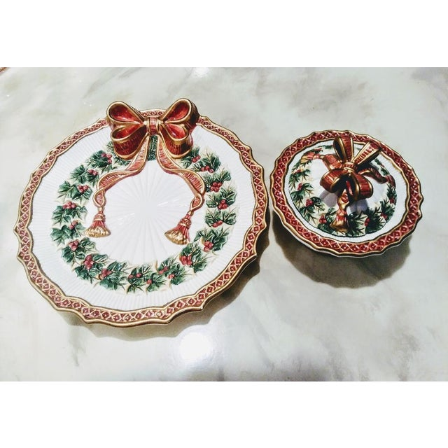 White Vintage Fitz and Floyd Christmas Holly Wreath Bow 2 Piece Serving Dish and Sugar Holder For Sale - Image 8 of 8