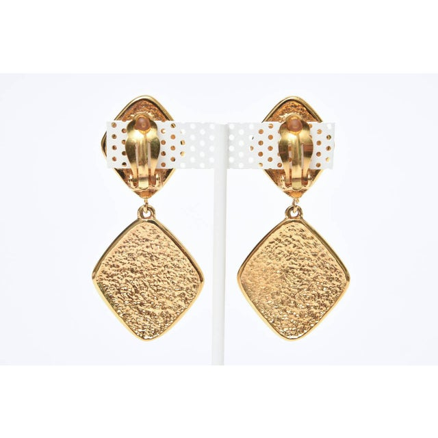 These lovely pair of timeless gold tone criss cross 2 part Chanel signed gold plate on gold plate earrings has a quilted...
