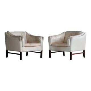 Danish Midcentury Pair of Tan Leather Easy Chairs Attributed to Illum Wikkelso For Sale