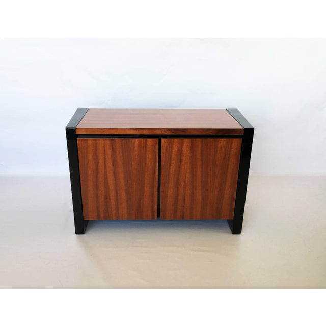 Henredon Henredon Koa Wood and Black Lacquer Nightstands or Side Tables - A Pair For Sale - Image 4 of 9