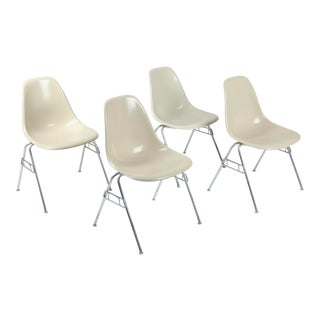 Set of 4 Vintage Herman Miller Eames Fiberglass Shell Chairs For Sale