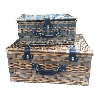 1980s Cottage Picnic Basket - Set of 2 For Sale
