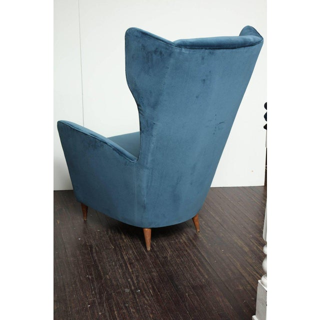 1960s Vintage Italian Modern Wingback Chairs in Blue Velvet For Sale - Image 5 of 8