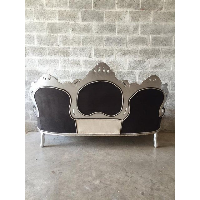Tufted Italian Rococo Three-Seater Settee For Sale - Image 4 of 5
