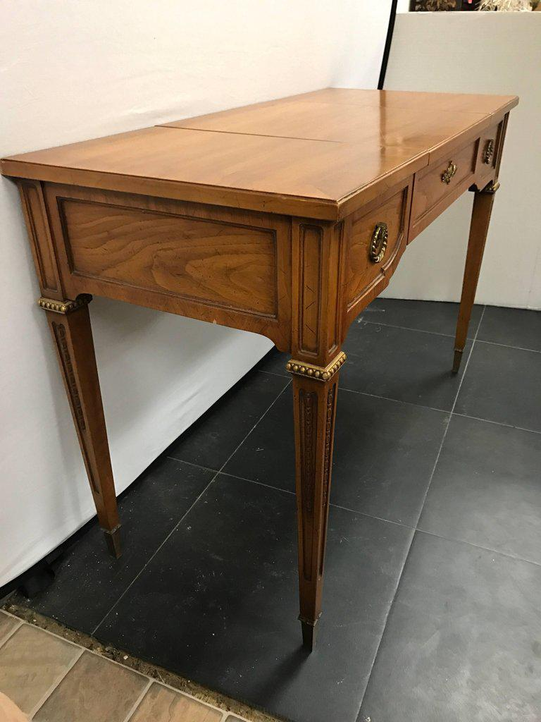 Perfect Lovely Henredon Vanity Dressing Table Desk with Hidden Mirror | DECASO ZD33