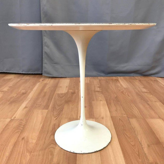 Mid-Century Modern Early Eero Saarinen for Knoll Pedestal Collection Oval Side Table For Sale - Image 3 of 12