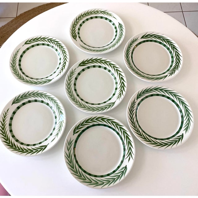 Este Ceramiche Vietri Green Laurel Rim Dinner Plates - Set of 7 For Sale - Image 4 of 10