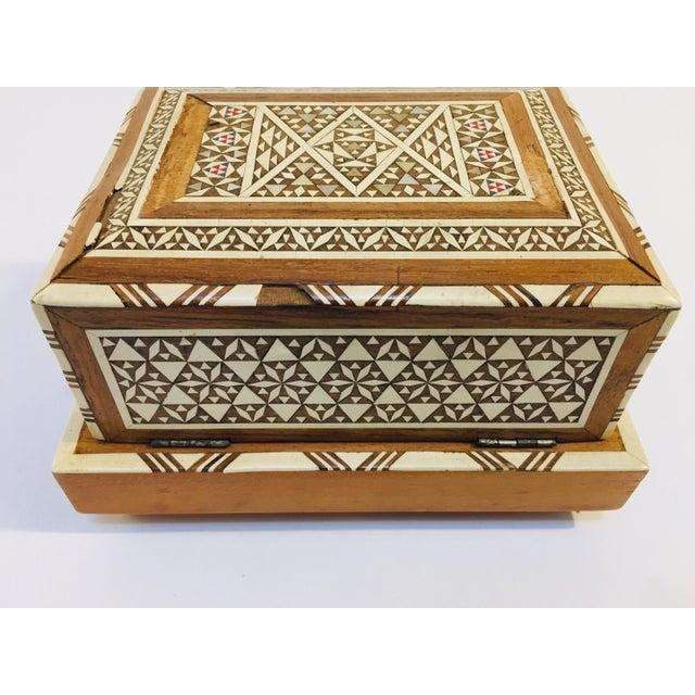 Vintage Moorish Spanish Granada Mother of Pearl Inlay Cigarettes Music Box For Sale - Image 9 of 13