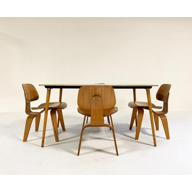 1950s Charles and Ray Eames for Herman Miller Dtw-3 Table & Dcw Dining Chairs - Set of 4 For Sale - Image 9 of 9