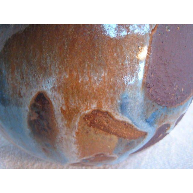 An unusual ceramic vase by Frans Wildenhain in contrasting glaze. Made in the 1960s.