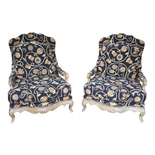 Late 20th Century Henredon French Design Fauteuil Floral Fabric Serpentine Chairs- a Pair For Sale