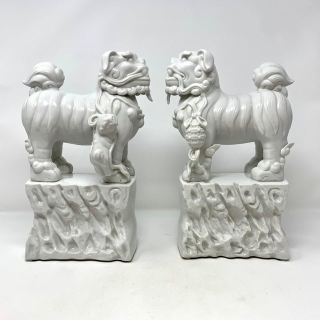 Pair of 1960s Blanc De Chine Italian Porcelain Chinese Foo Dog Statues For Sale - Image 13 of 13